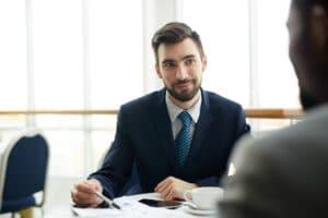 תפקידו של עורך דין חוזים והסכמים